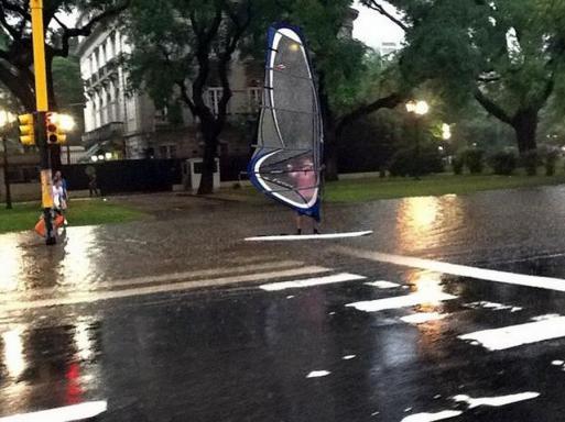 Windsurf na Avenida Libertador